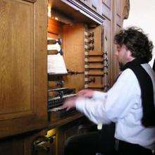 Jan Vermeire spielt auf der Orgel